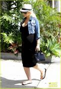 th_194160293_pregnant_christina_aguilera