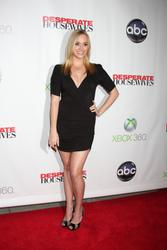 http://img270.imagevenue.com/loc257/th_932408568_AndreaBowen_DesperateHousewives_SeriesFinaleParty_8_122_257lo.jpg