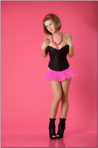 http://img270.imagevenue.com/loc36/th_254331337_tduid300163_sandrinya_model_pinkmini_teenmodeling_tv_004_122_36lo.jpg