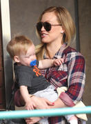 http://img270.imagevenue.com/loc518/th_027269549_Hilary_Duff_Babies_First_Class1_122_518lo.jpg