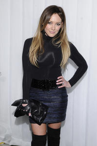 http://img270.imagevenue.com/loc53/th_70020_HilaryDuff_kentucky_derby_prelude_party_05_122_53lo.jpg