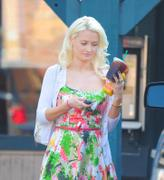 Холли Мэдисон, фото 1951. Holly Madison Starbucks in LA Market FEB-1-2012, foto 1951